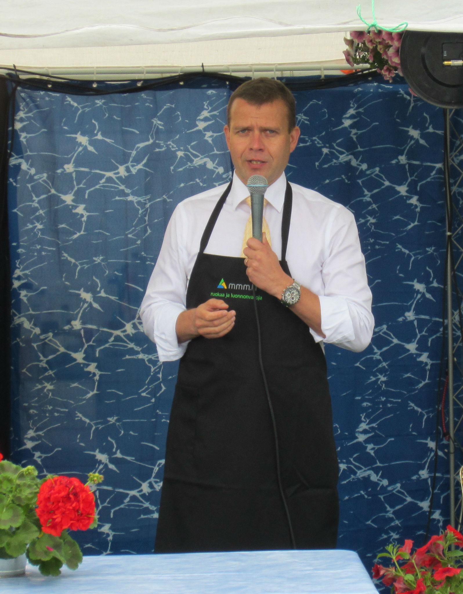 Maa- ja metsätalousministeri Petteri Orpo puhuu kotimaisen ruoan puolesta.