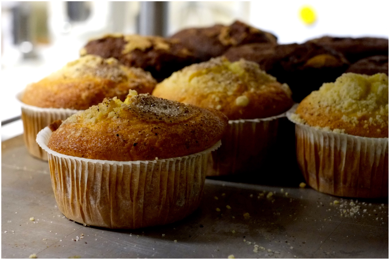Valikoimissa on myös kahvileipiä kuten muffinsseja. Kuva: Emmi Harju