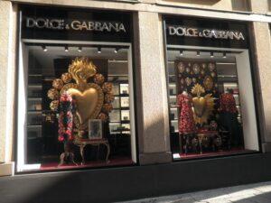 Ruusuja, pitsejä ja dramatiikkaa Dolce & Cappanan tapaan