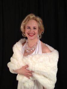 Tämä upea hymy syntyi Marilyn teemaisiin juhliin. Wow! Kiitos mallille! (kuvat T.Alanen-Brandt)