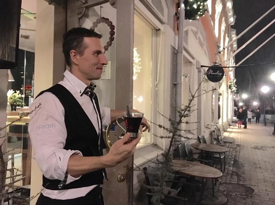 Tårgetin ravintolapäällikkö Tommi Avola.