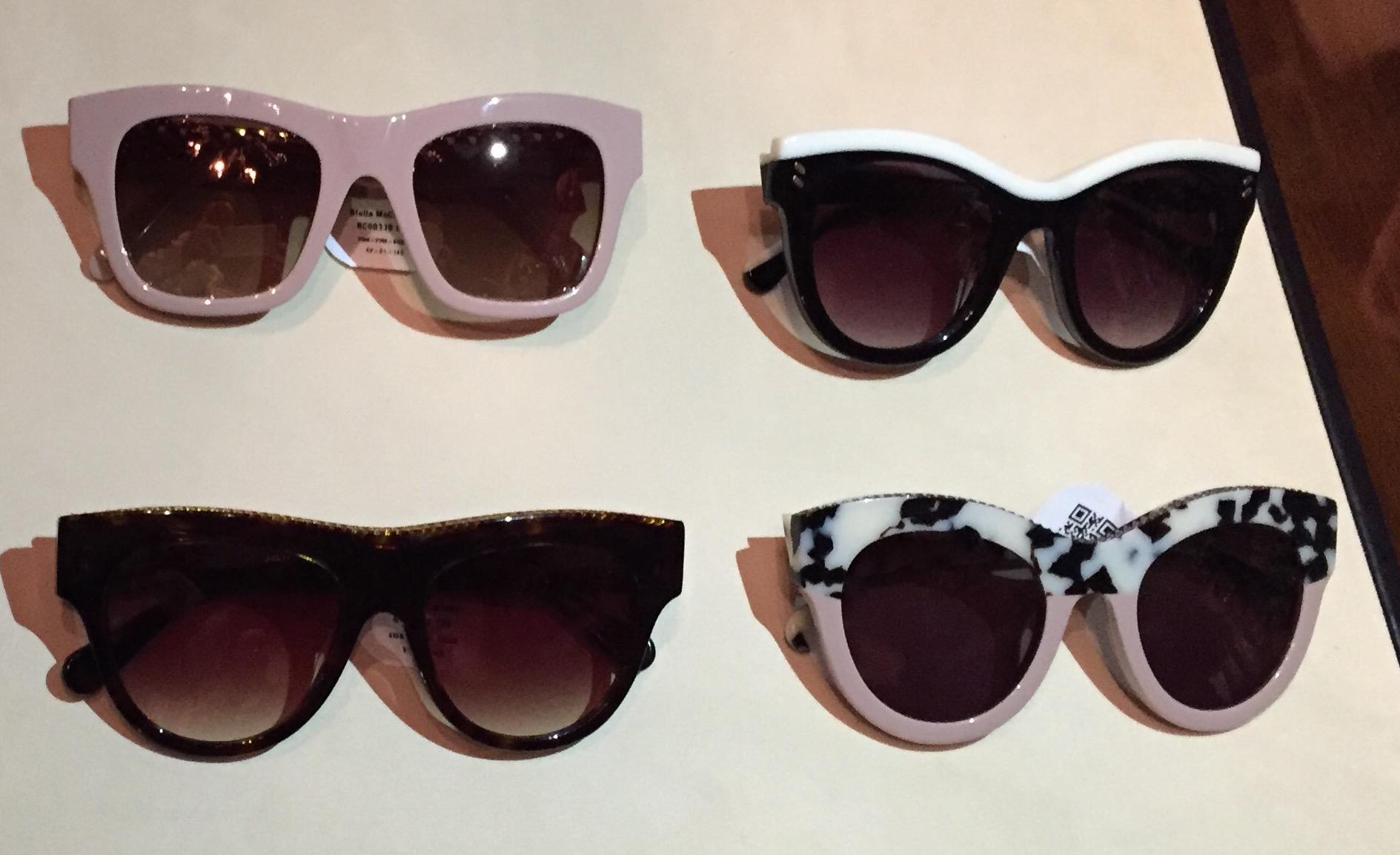 Voisiko tästä trendikkäästä nelikosta löytyä sinun tyylisesi aurinkolasit? Antaa paistaa vaan!